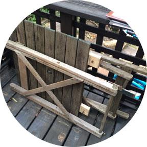 スチールラック・ガーデニングテーブル・椅子写真